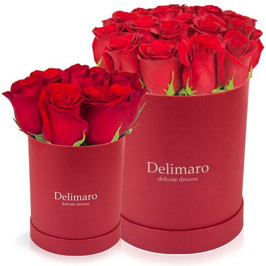 czerwone róże w czerwonym pudełku,czerwony flowerbox, róże w pudełku